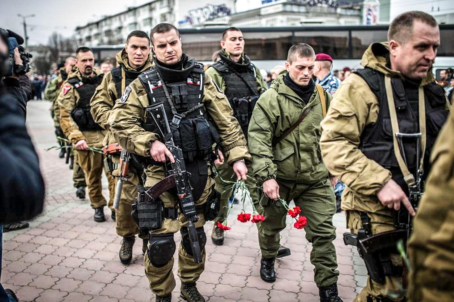 Вовремя церемонии прощания субитыми вКиеве военнослужащими изКрыма. Симферополь, 22 февраля 2014года