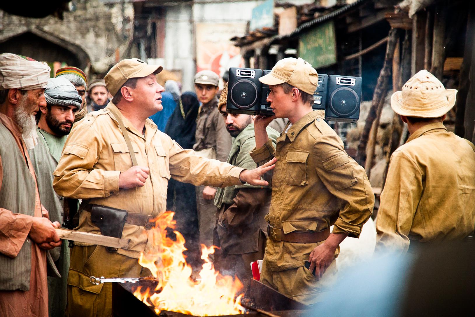 Авторы фильма неудосужились показать героев той войны. Фильм называется «Братство», ноизсюжета, впринципе, непонятно, окаком братстве здесь идет речь. Ктокому брат?