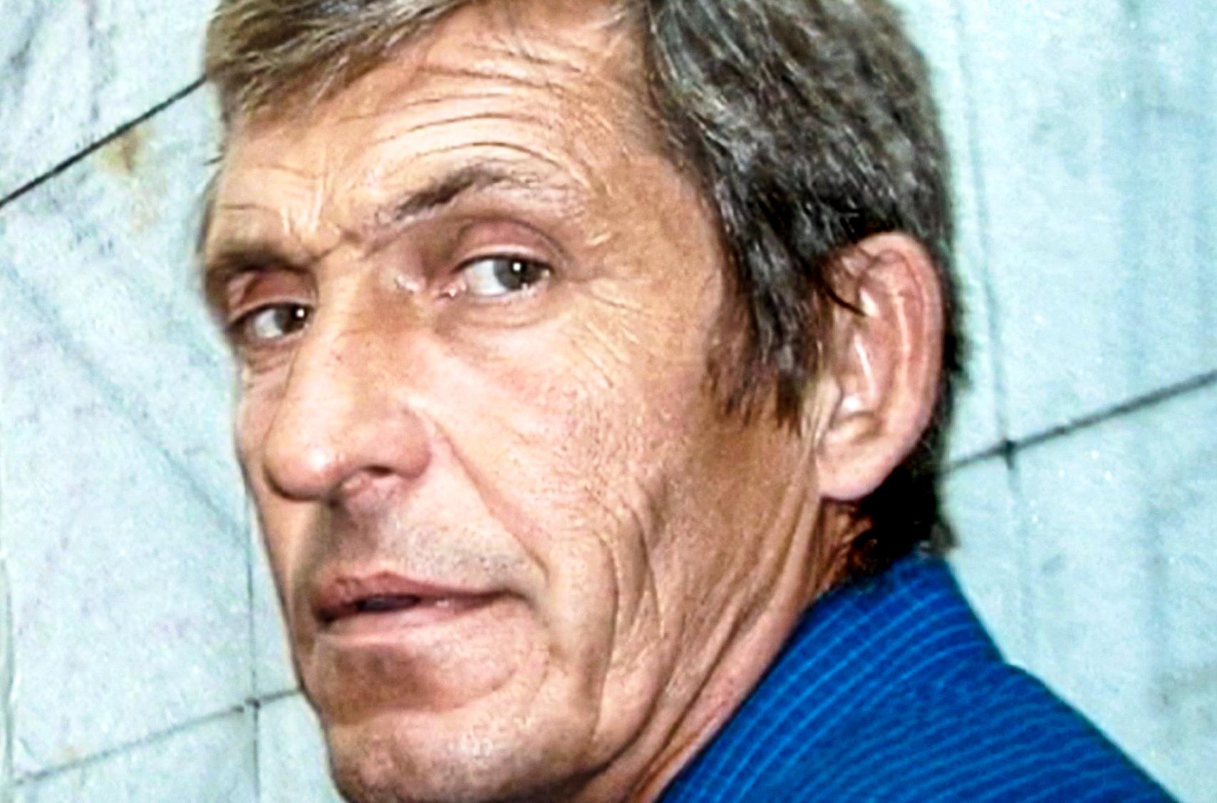 Смертельно раненый подДонецком оператор Первого канала Анатолий Клян сказал только, чтовнего «попали», ипродолжил снимать… Это была его 375‑якомандировка
