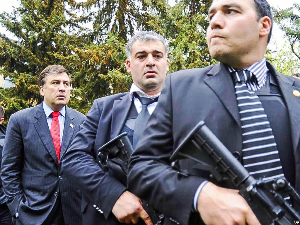 Саакашвили удивительно походит на диктатора Варлама из фильма «Покаяние»