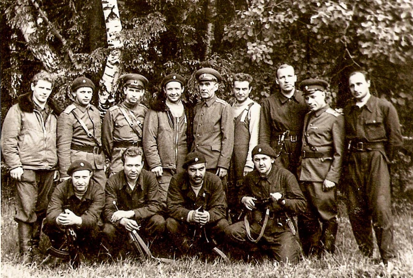 КУОСовцы вместе сполковником Александром Александровичем Арфановым. Фото 1970‑х годов