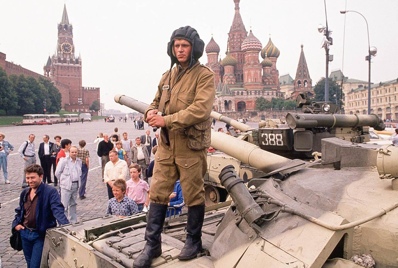Первый день ГКЧП. Танки возле Красной площади. 19 августа 1991 года