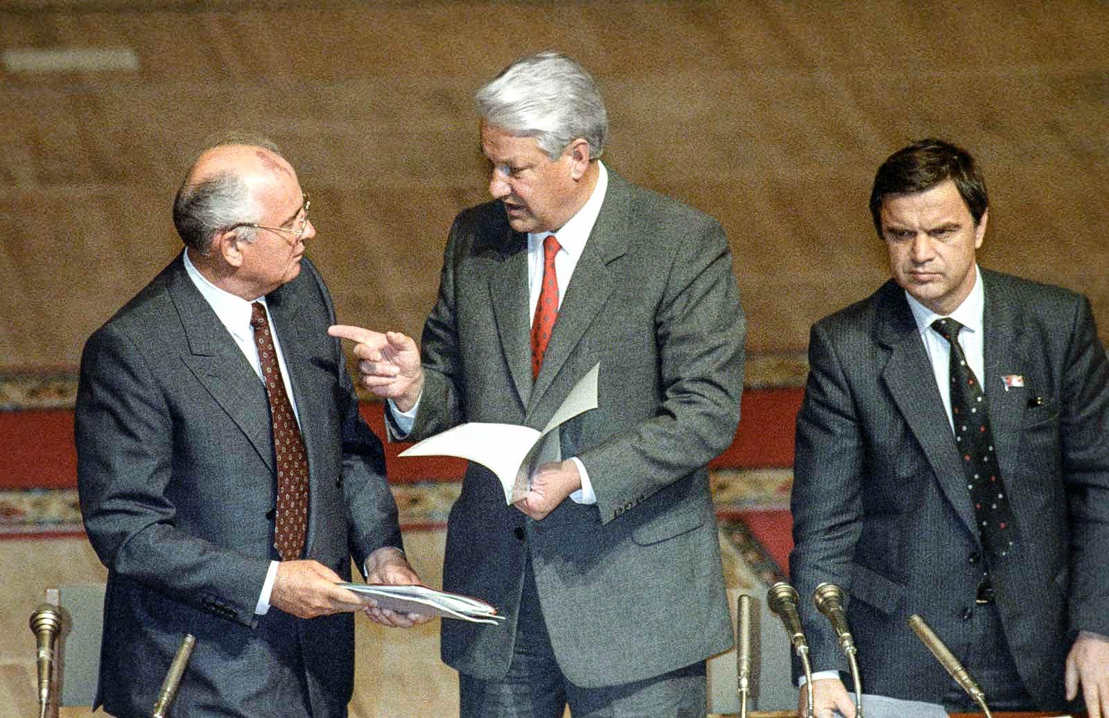 Личные взаимоотношения между президентом СССР М. Горбачёвым и президентом России Б. Ельциным явились одной из причин развала СССР