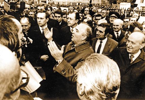 Оказавшись воглаве партии игосударства, Михаил Горбачёв стал воспринимать себя этаким «советским мессией» от«Перестройки»