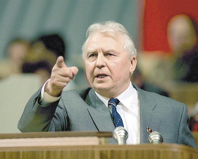 Егор Лигачёв, прославившийся фразой вотношении Ельцина: «Борис, ты неправ!»
