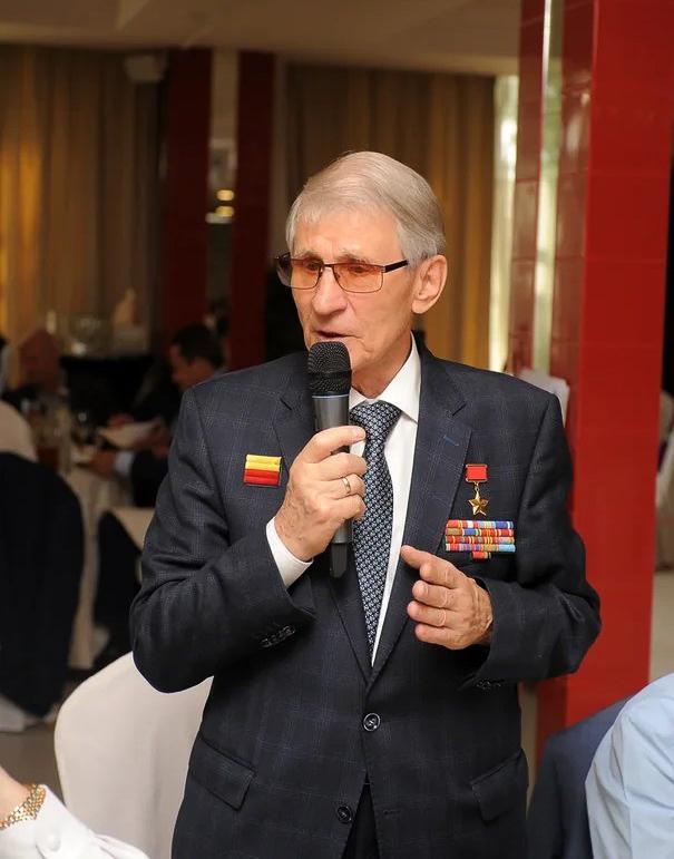 Герой Советского Союза генерал-майор Виталий Бубенин