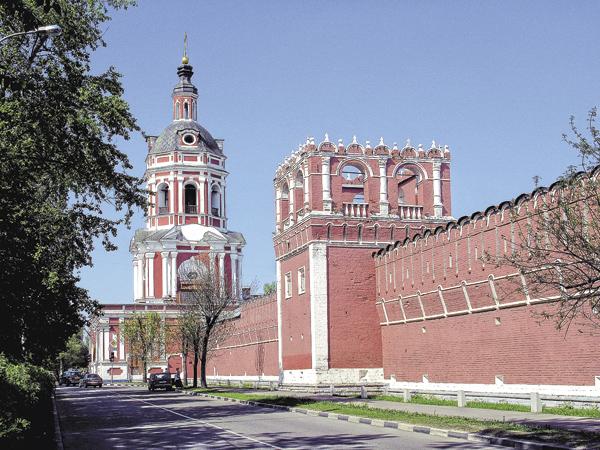 Сельцо Семёновское принадлежало Донскому мужскому монастырю. Приимператрице Екатерине II, начавшей секуляризацию церковных земель, оно было отобрано впользу государства.
