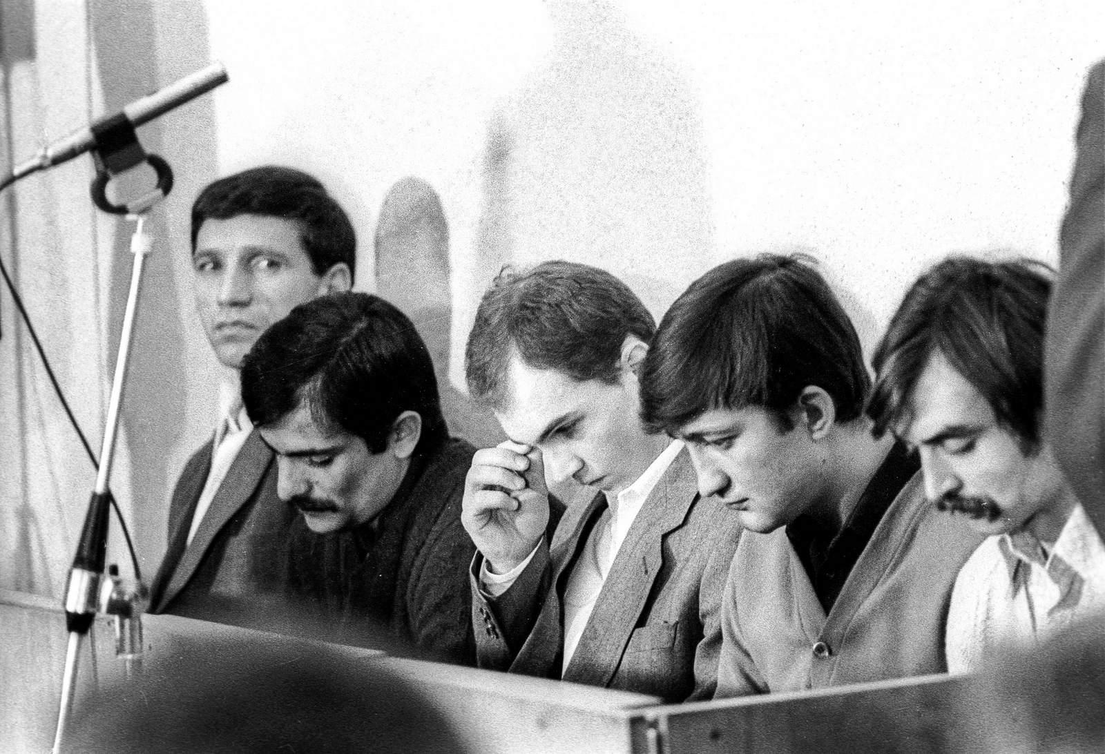 Ровно 27 лет назад, 1 декабря 1988 года, в г орджоникидзе (владикавказ) был совершён захват автобуса с детьмизахват