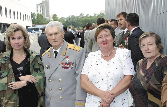 Сдиректорами подшефных «альфовских» школ. Москва, объект «Прибой». 2000‑е годы