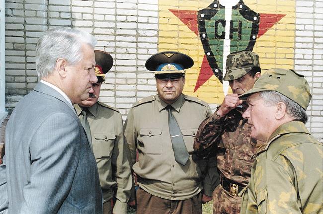 Геннадий Зайцев ипрезидент Борис Ельцин. 1 августа 1992года. Учебно-тренировочная база вНовой Деревне
