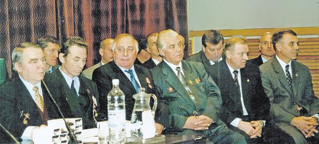 Ветераны Группы «А» набора 1970‑х. Роберт Петрович— третий справа