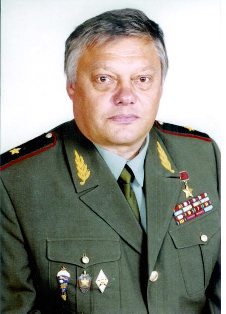 Руководитель спецоперации вСухуми— Герой Советского СоюзаВ.Ф.Карпухин