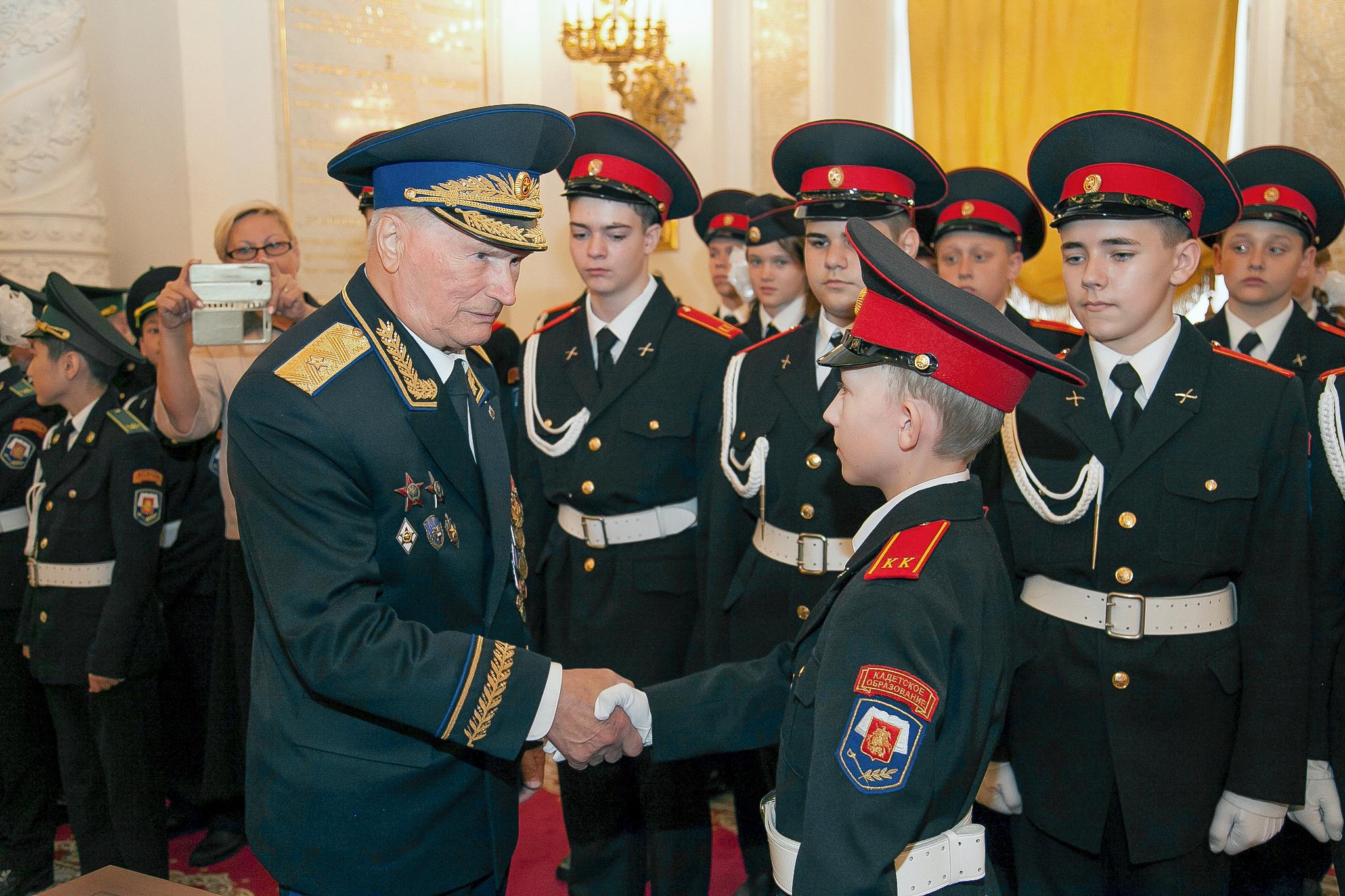 Легендарный командир «Альфы»Геннадий Зайцев в начинал военную службу в Кремлёвском полку