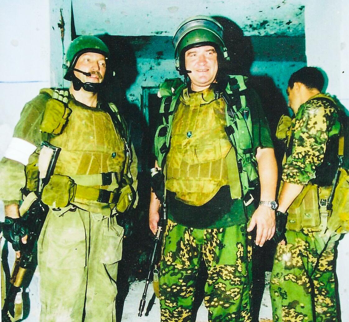 Герои Беслана Виталий Демидкин иЮрий Торшин (1958-2016) были зачислены вподразделение ещёвначале 1980‑х годов ипрошли школу спецназа госбезопасности