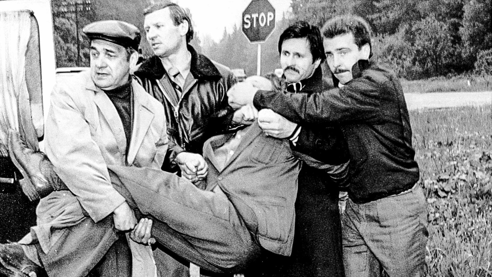 «Съём» агента ЦРУ Адольфа Толкачёва. Второй слева— Владимир Зайцев, ныне вице-президент Международной Ассоциации «Альфа». Фото 1985года