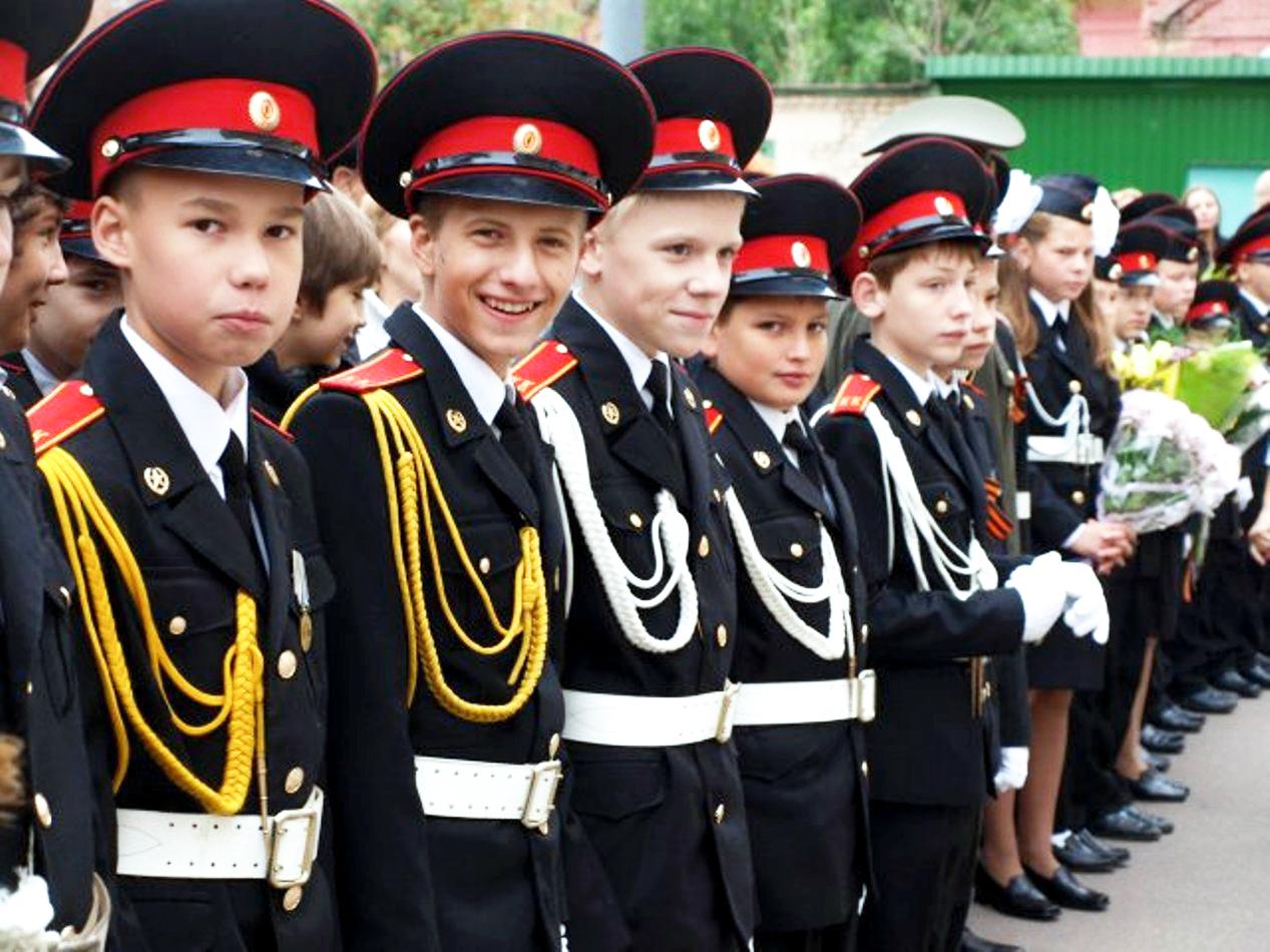 Максим (четвёртый слева) навсегда остался верен клятве кадета, разделив судьбу тех, ктодоверил ему свои жизни, идоконца исполнив свой служебный долг
