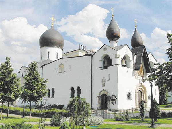 Троицкий храм вСемёновском рождён духом Марфо-Мариинской обители