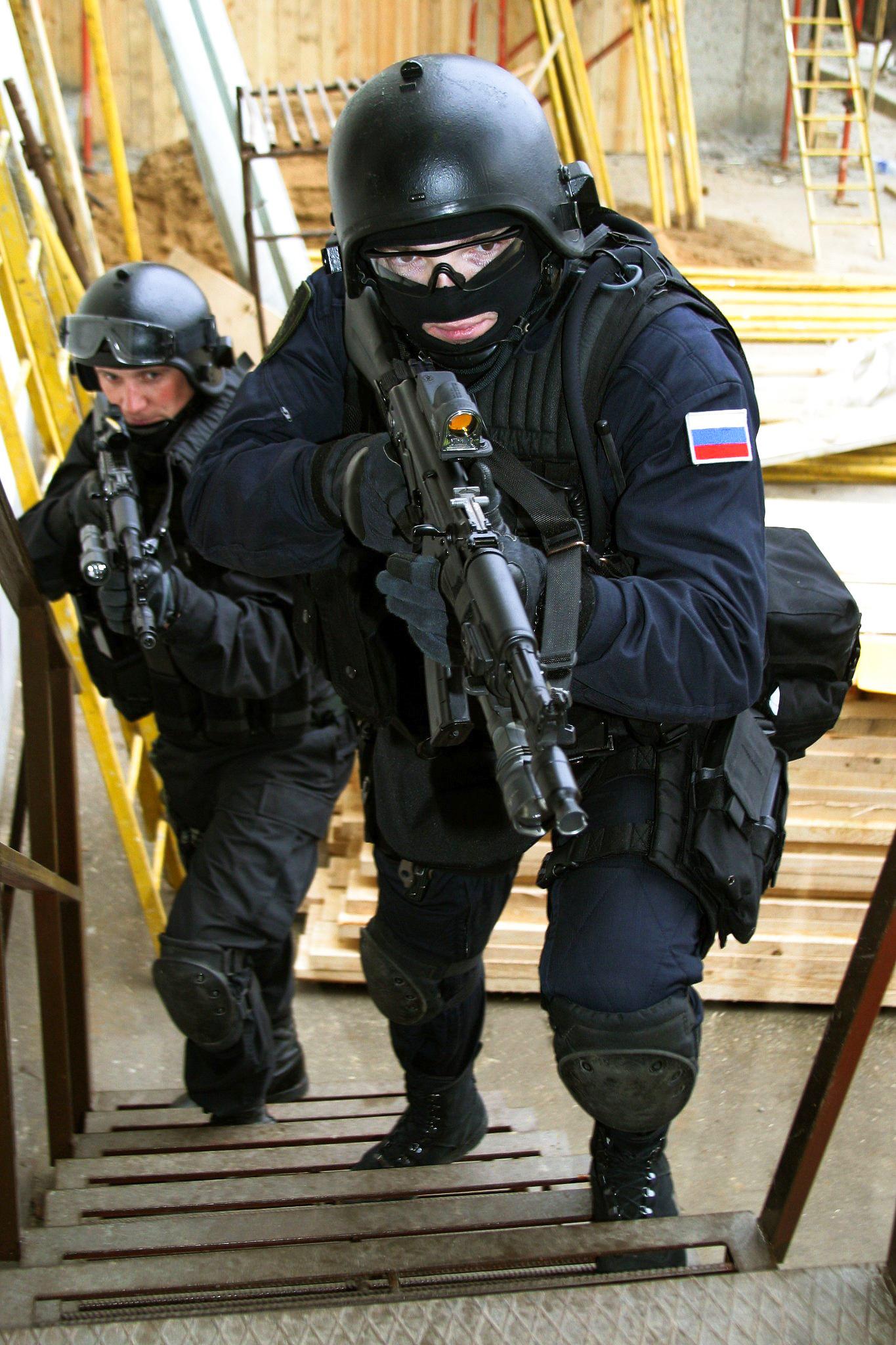 «Россия гордится этими людьми. Террористы, экстремисты всех мастей должны знать, чтоуРоссии есть подразделение, есть люди, которые надёжно охраняют её граждан» (Владимир Путин)