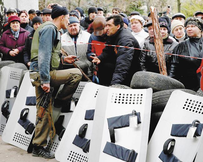Вот такие они, «офицеры ГРУ», взявшие поднадёжную защиту Славянск