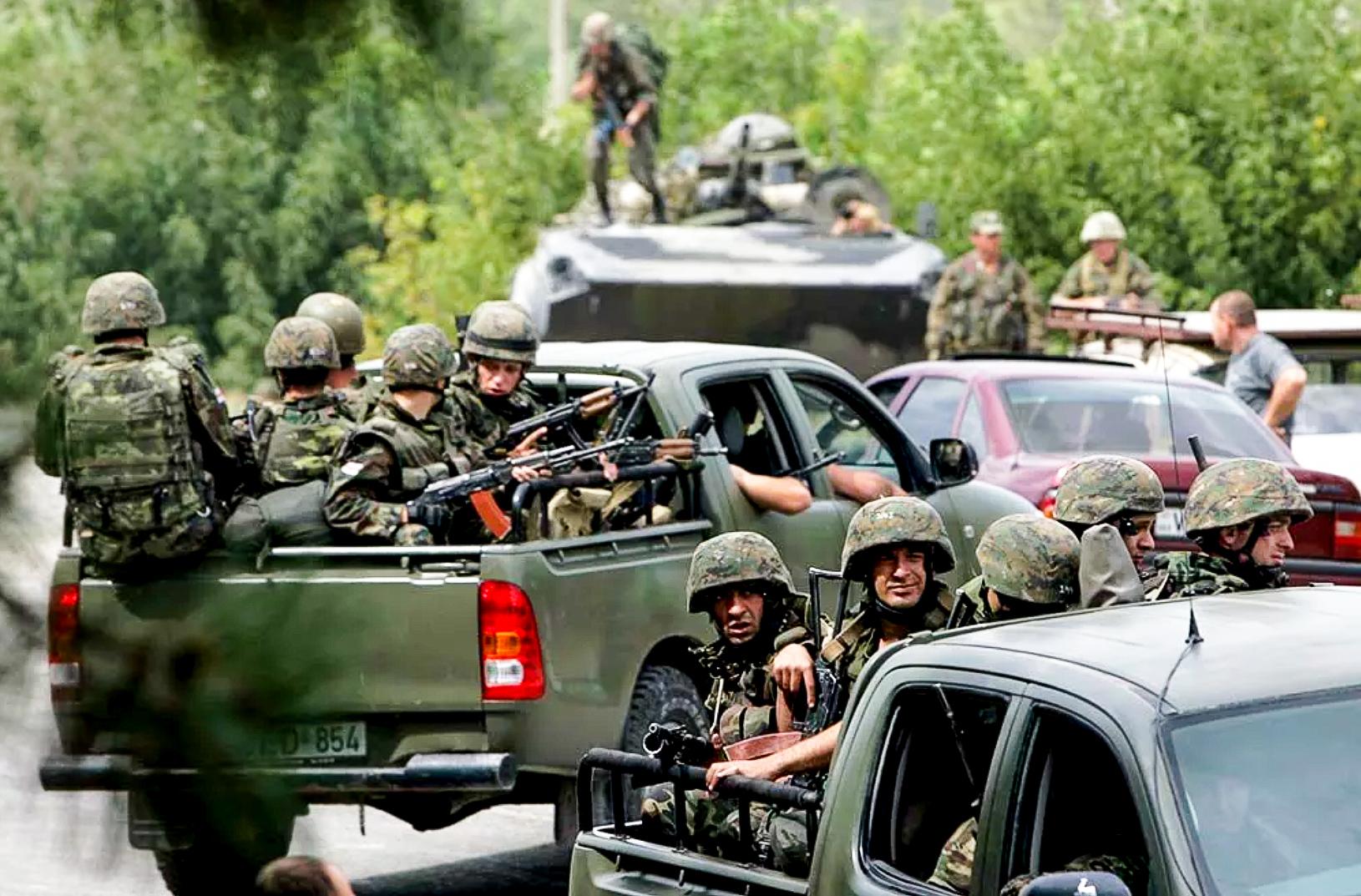 Всё это время он стоял спулемётом наоткрытом месте, удерживая несколько десятков грузинских спецназовцев: «Яготов был открыть огонь, еслибы они дёрнулись»