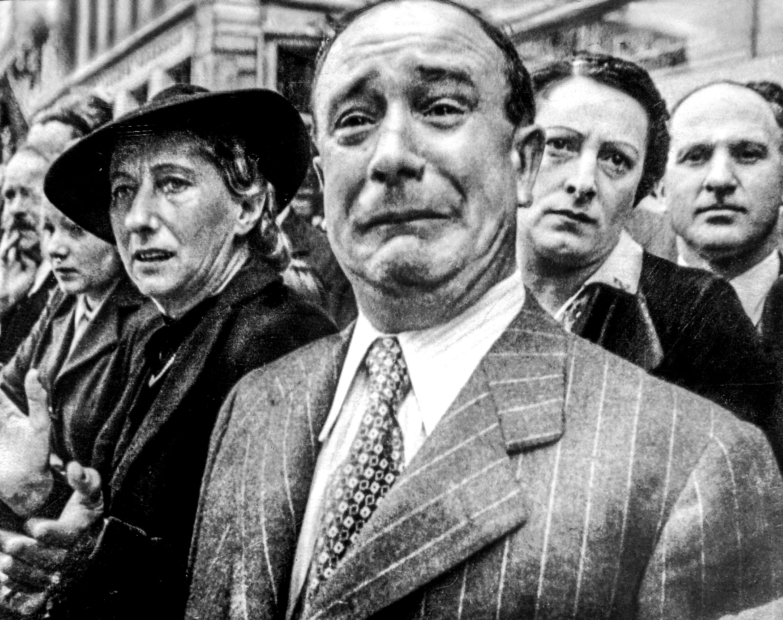 Военно-политическая верхушка Франции позорно капитулировала перед Гитлером, иистинным патриотам пришлось испить всю горечь этого унижения