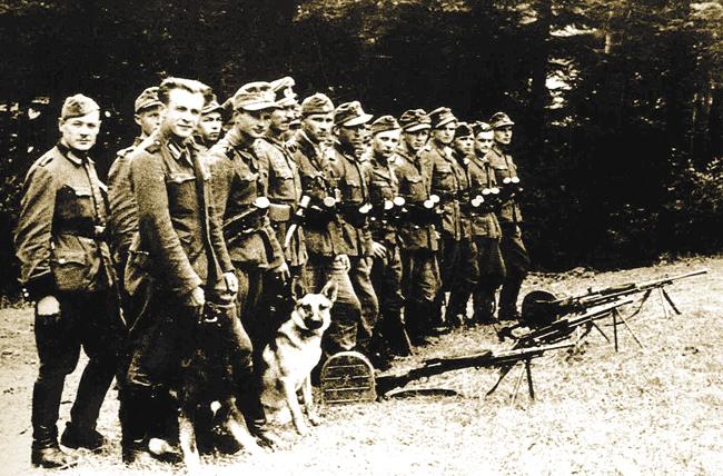 Два «роя» сотни «Леви» («Львы») УПА приохране 1‑го Большого сбора Украинской Главной Освободительной Рады. Июль 1944года