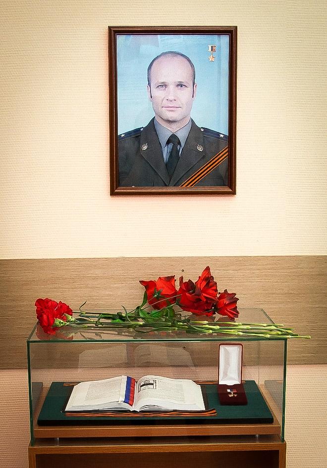 Школьная экспозиция, посвящённая Герою России майору Владимиру Ульянову. ФотоВ.Комаровой