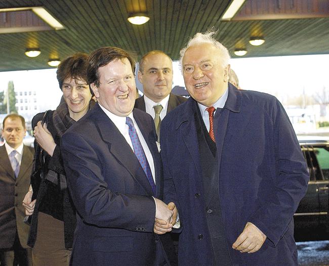 ВНАТО всегда принимали Эдуарда Шеварднадзе, ближайшего соратника М.Горбачёва, какдорогого гостя. Пока невывели втираж