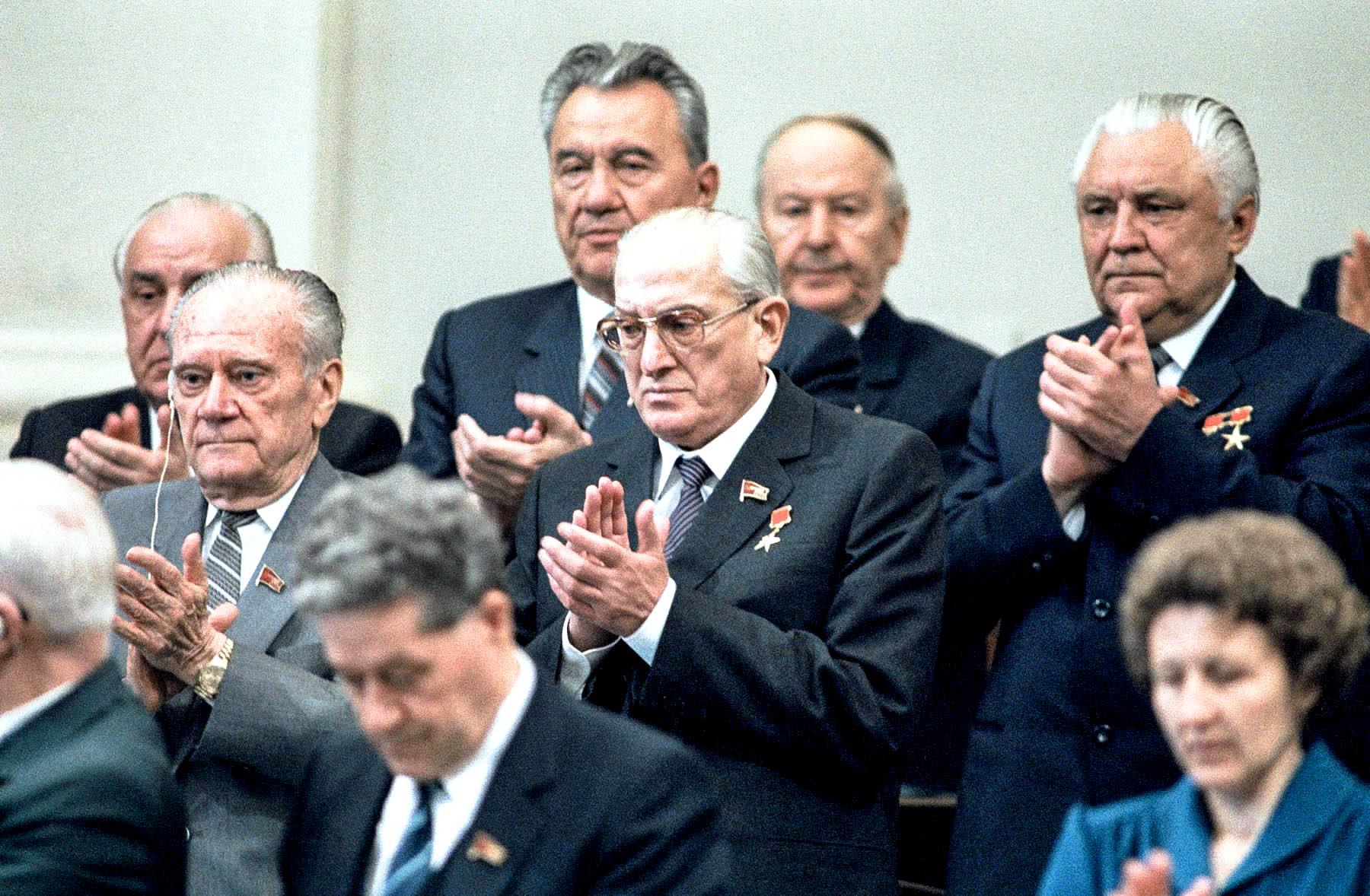 «Юрий Владимирович Андропов показал мне записку, с которой он был на докладе у Брежнева. Отом, что Яковлев по всем признакам является агентом американской разведки»