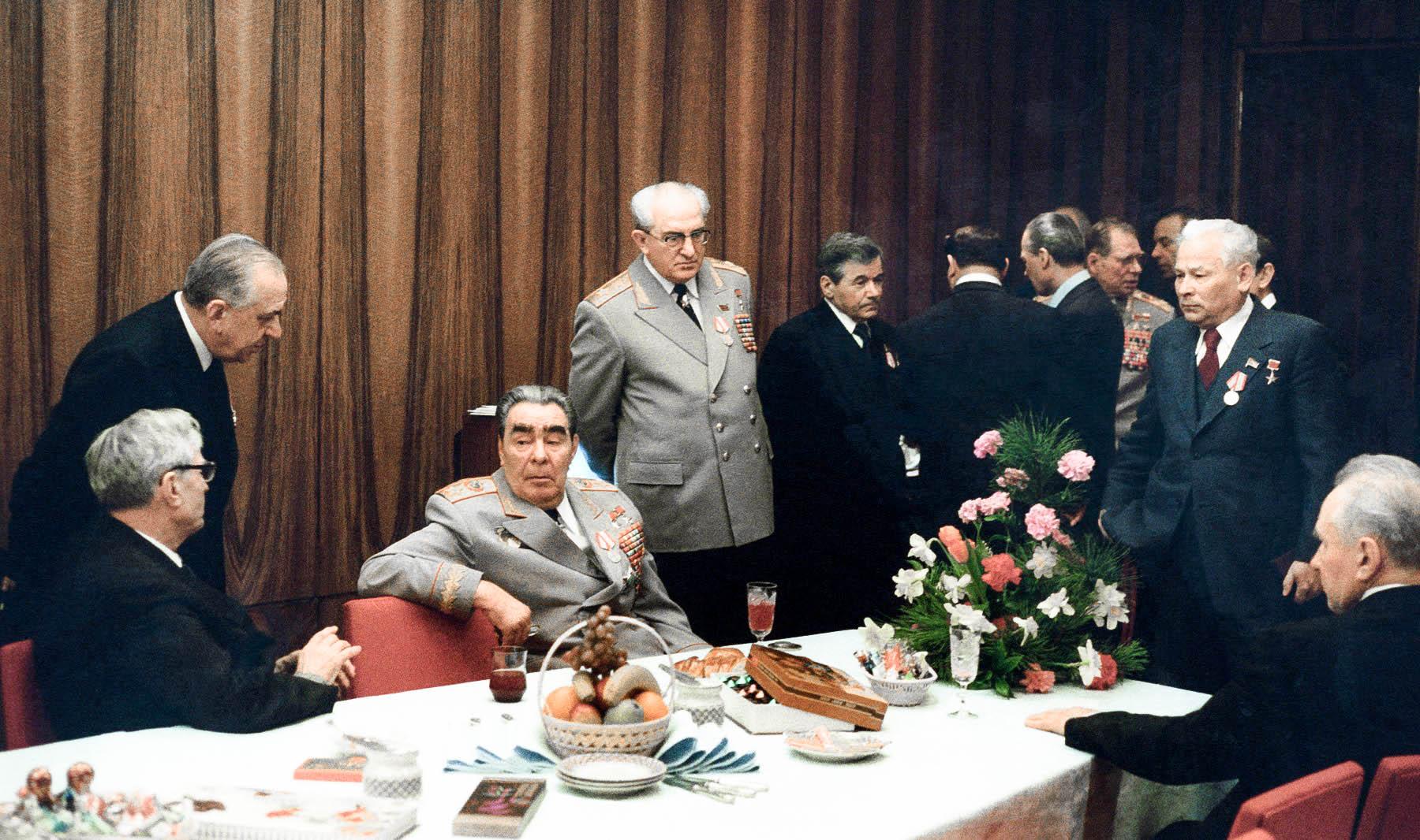 «Относительно работы Яковлева на ЦРУ Л. И. Брежнев ответил Ю. В. Андропову: «Член ЦРК предателем быть не может». Андропов при мне порвал эту записку»