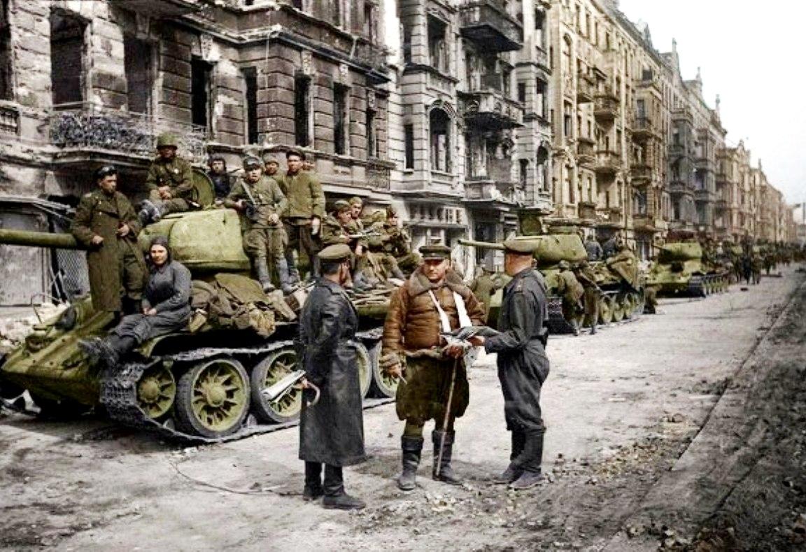 Советские танки в Берлине. Победная весна 1945-го