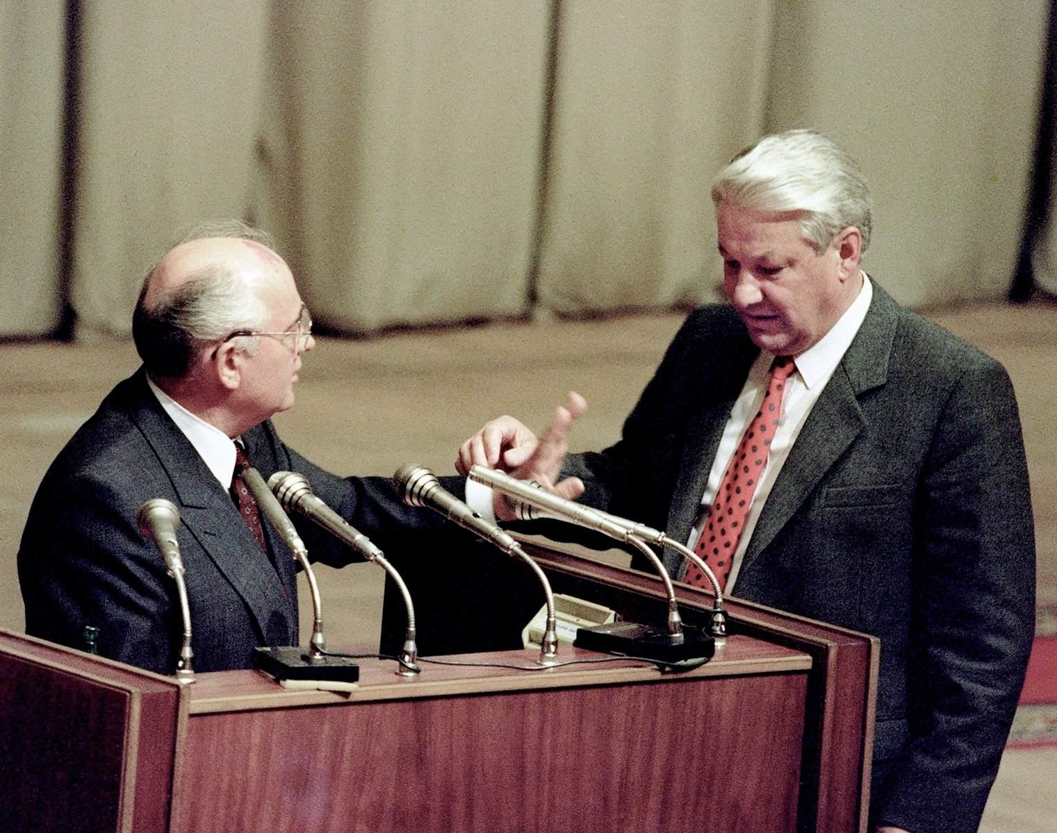 Глава СССР М. Горбачёв не воспрепятствовал сепаратизму Ельцина, и в декабре 1991 года «Союз нерушимых…» ушeл в небытие