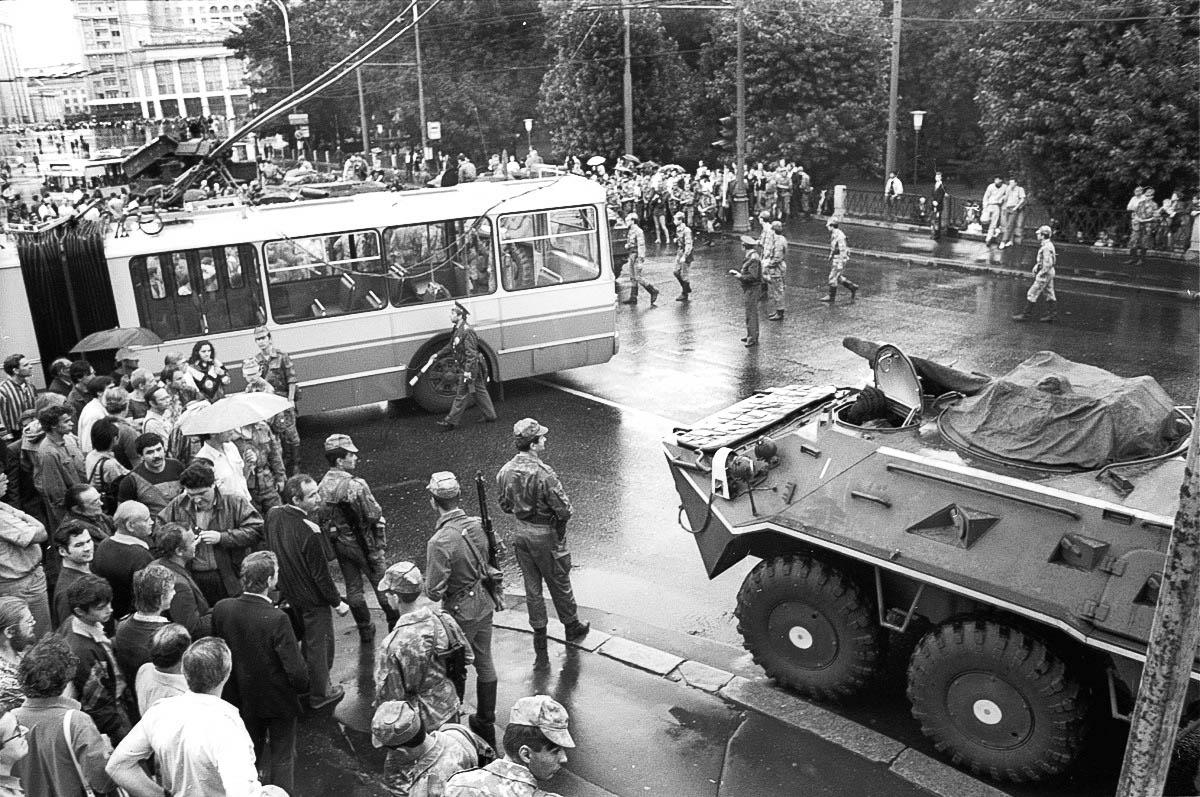 Некоторые улицы в Москве были перегорожены троллейбусами