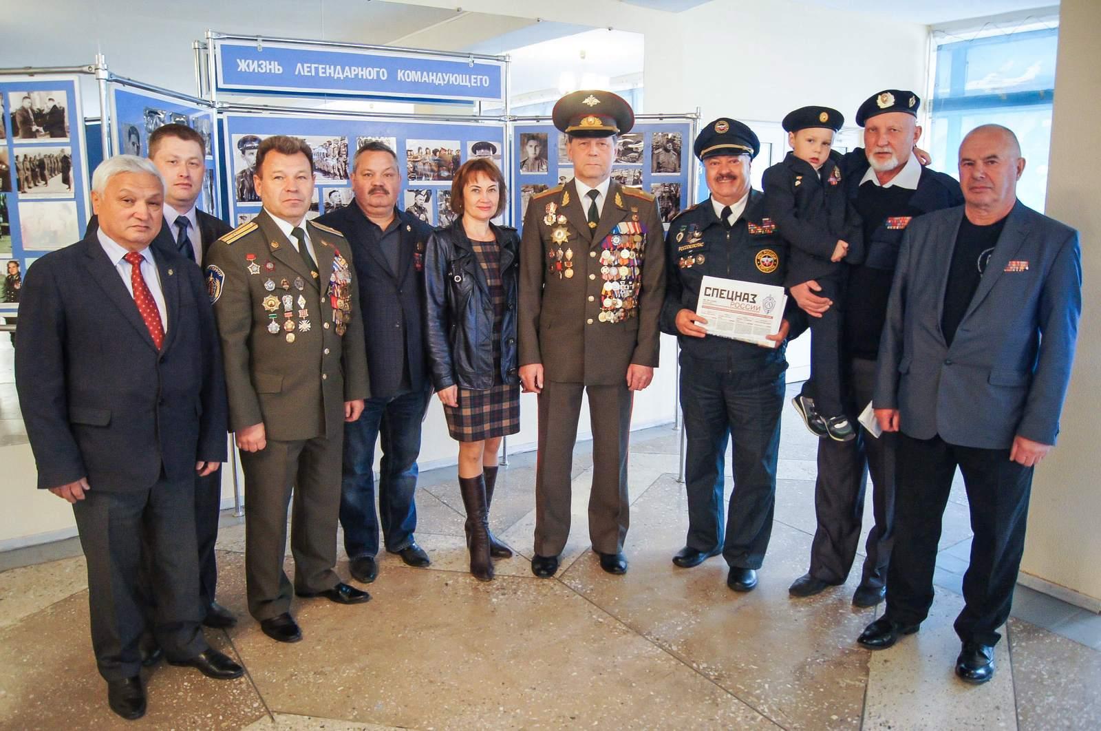 Группа почётных гостей из Москвы и Тульской области