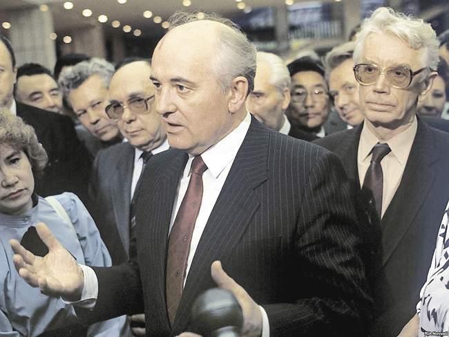 «Архитектор» перестройки Александр Яковлев  (слева отМ.Горбачёва)