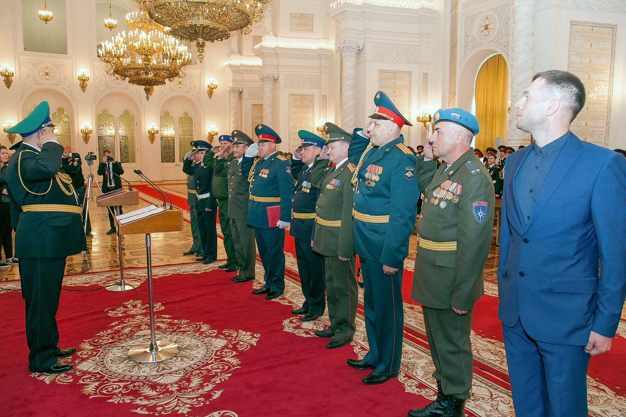 Представители учебных заведений Системы «Альфа» перед началом кадетской клятвы