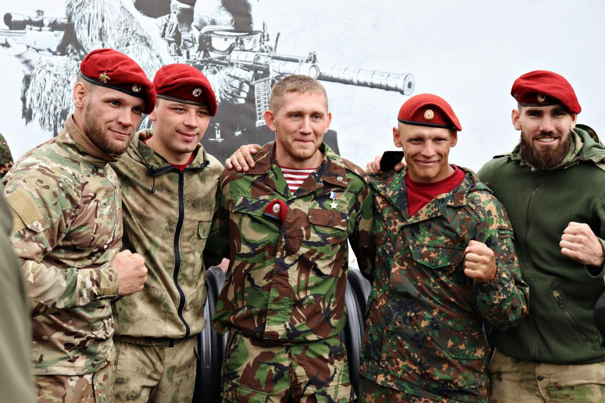 Денис Портнягин был зачислен в отряд специального назначения «Витязь» и завоевал право ношения крапового берета фото во всю ширину